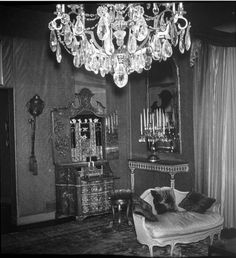 In 1925 Rudolph Valentino purchased an estate above Beverly Hills, a home that he christened Falcon Lair Hollywood Homes, Old Hollywood, Doris Duke, American Mansions, Rudolph Valentino, Horsemen Of The Apocalypse, Beverly Hills Houses, Star Wars, California History