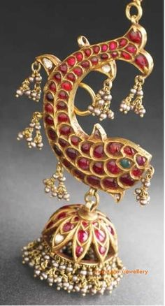 Temple jewellery - fish earrings A great take on the traditional jhumkas India Jewelry, Temple Jewellery, Jewelry Gifts, Gold Jewellery, Amrapali Jewellery, Antique Earrings, Antique Jewelry, Vintage Jewelry, Traditional Indian Jewellery