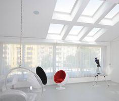 #diamonddeesigncz #diamonddesigneu #curtains #drapery #sheers #imbetween #luxuryliving #styleliving #sunprotection #zastineni #fabrics #designfabrics #luxuryfabrics #interiordesign #interierovydesign #zavesy #zaclony #textile #designovelatky #stylovezavesy #divcipokoj #loznice #bedroom #nebesa Drapery, Curtains, Roman Blinds, Decorative Cushions, Pent House, Luxury Living, Villa, Carpet, Interior Design