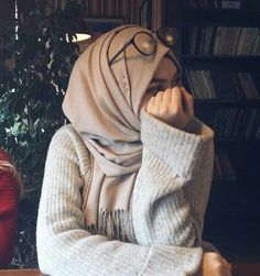 Love her style, Mashallah – Hijab Club Muslim Fashion, Modest Fashion, Fashion Outfits, Casual Hijab Outfit, Hijab Chic, Hijabi Girl, Girl Hijab, Hijab Fashion Inspiration, Mode Inspiration
