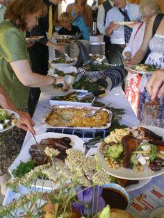 Kelowna wedding -  family eating