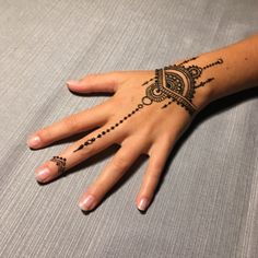 design your tattoos Small Henna Designs, Henna Tattoo Designs Simple, Finger Henna Designs, Mehndi Designs For Hands, Hand Designs, Cute Henna Tattoos, Henna Tattoo Sleeve, Wrist Henna, Henna Ink