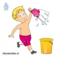 Waterspelletjes voor kleuters, kleuteridee, spel 4, t-shirt race. Nat shirt uitwringen boven volgende emmer, meerdere keren, wie heeft meeste water.