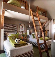 En smart løsning særlig på hytte eller et sommerhus hvor man ofte deler soverom og ikke har alt for mye plass. Her har man også et lite loft med plass!