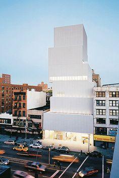 Agence japonaise Sanaa, fondée par Sejima and Nishizawa. Ils ont signé, entre autres, lédifice Dior à Tokyo et le New Museum for Contemporary Art de New York. Le blanc, le verre, les lignes fluides