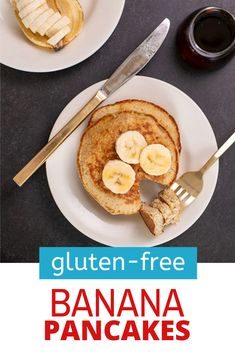 With all the right textures (fluffy inside, crisp on the edges), you won't even notice that these gluten free banana pancakes are healthy. The perfect hearty breakfast, too! Gluten Free Pancakes, Gluten Free Recipes For Breakfast, Gluten Free Banana, Pancakes Easy, Gluten Free Oats, Gluten Free Breakfasts, Banana Oatmeal Pancakes, Sample Recipe, Delicious Desserts