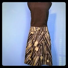 """Black Skirt w/ Green Abstract Print Side pockets. Slightly pleated front. Back zipper. 97% cotton 3% spandex.   Waist: 34"""" Length: 21"""" Kenneth Cole Reaction Skirts"""