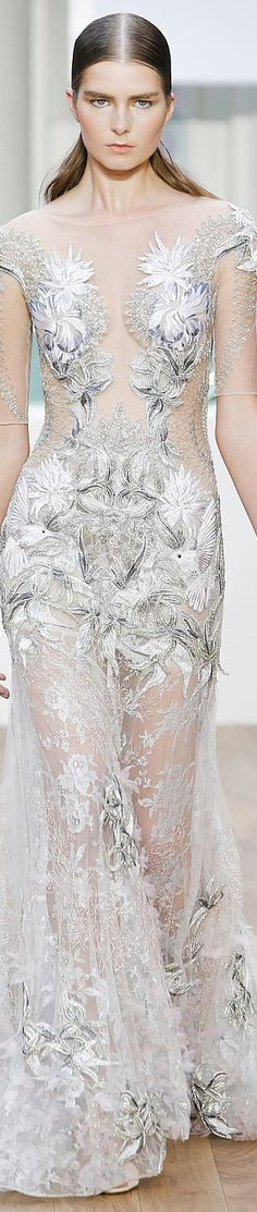 Tony Ward Fall Winter 2016 Couture Collection - Share The Looks Haute Couture Gowns, Couture Fashion, Runway Fashion, Fashion Show, Fashion Design, Couture Week, Floral Fashion, White Fashion, Fashion 2017