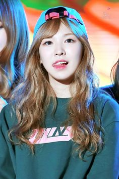 Seungwan, what that tongue do? ;)