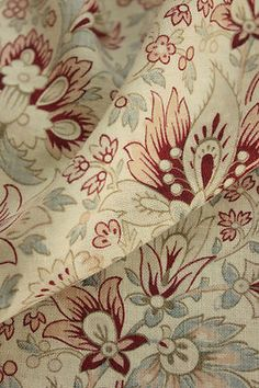 Wonderful age , Vintage French fabric ~ gorgeous Shabby chic tones ~ pale beautiful floral with Indienne influence ~ www.textiletrunk.com