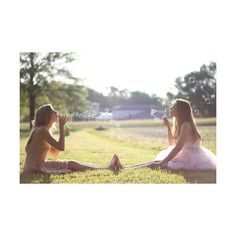 20 Artsy Best Friend Pictures pinned onto Photos Board in Photography Category Bff Pictures, Best Friend Pictures, Friend Photos, Cute Sister Pictures, Friend Senior Pictures, Bff Pics, Summer Pictures, Senior Pics, Senior Year