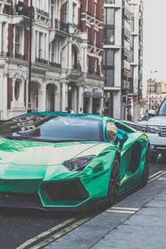 "avenuesofinspiration: ""Green Aventador 