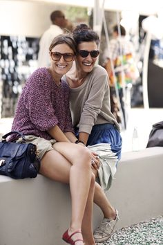 sisters in Florence... love the slouchy sweaters, casual skirt/shorts and big sunglasses!