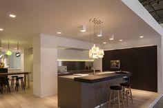 bulthaup - b3 keuken met barblad - keukeneiland in combinatie met hoge wandkasten - batibouw 2014