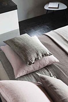 Lissoy Washed Linen Home Textiles / Linge de Maison 100% Lin Lave. 100 % Washed linen bedding, linen Tableware, linen Bath collection, linen Curtain panels, linen Decor.  100% lin lave, linge de lit, linge de table, 100% lin lave rideaux, 100% serviette bain. Photography by Eric d'HEROUVILLE Styled by Laurence Dougier.