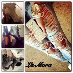 Instagram photo by lamoracol - Y porque los jueves todos se vale... Porque no unos jeans rotos con unos botines de #lamoracol #cuero #jeans #moda #tendencias #ropa #colombia #mujeres #botines