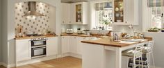 Greenwich Shaker White Kitchen Range | Kitchen Families | Howdens Joinery
