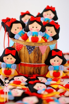 Felt pincess Snow White - Biancaneve in feltro Fourth Birthday, First Birthday Parties, Baby Party, Baby Shower Parties, Erica Catarina, Snow White Doll, Snow White Birthday, Felt Patterns, Felt Dolls