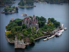 NEW YORK - Boldt Castle on Heart Island - The re-shaped island and Castle is only accessible by water, with tours starting in Alexandria Bay or Clayton, NY and Ontario, Canada. It is only open from mid-May to mid-October. Beautiful Castles, Beautiful Places, Dream Vacations, Vacation Spots, The Places Youll Go, Places To See, Ontario, Voyage New York, Thousand Islands