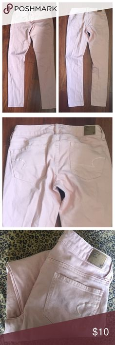 """American Eagle Lt. pink jeans No tears or stains. In great condition . Size 2, 31"""" inseam. PRICE IS FIRM ty American Eagle Outfitters Jeans Skinny"""
