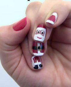 Check out this continuous Santa on the nails. This is a perfect nail art design when you want to be different from those regular nail art designs.