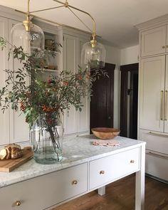 Marble kitchen island - home sweet home - Decoration Inspiration, Interior Inspiration, Sunday Inspiration, Kitchen Inspiration, Kitchen Ideas, Kitchen Designs, Decor Ideas, Kitchen Trends, Bar Ideas