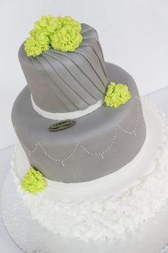 Przepiękny tort weselny czekoladowy z malinami :)