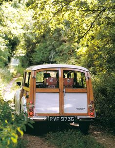 I had one of these Morris Travellers a long time ago; it began to crumble and was beyond repair sadly.  It was lovely, a half-timbered car!
