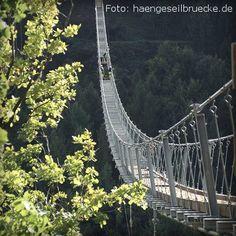 Die Geierlay-Brücke bei Mörsdorf! 360m lang, fast 100m über Grund: Deutschlands längste Hängebrücke für Fußgänger überspannt das Mörsdorfer Bachtal im Hunsrück. Das Projekt soll mehr Wandertouristen in die Region locken.