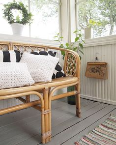 Have a wonderful weekend! Outdoor Living Patios, Sunroom Decorating, Entry Hallway, Hiding Places, Old House Dreams, Outdoor Furniture, Outdoor Decor, Mudroom, Sweet Home