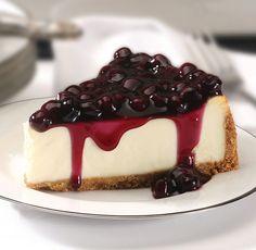 Koláčik vyžadujúci minimum pečenia, je osviežujúci a chutný vďaka gréckemu jogurtu a ríbezľovej poleve. Suroviny 300 g celozrnných sušienok 1 ČL škorice Štipka soli 120 g zmäknutého masla Na plnku: pol šálky mlieka ČL práškovej želatíny alebo agarového prášku 300 g bieleho gréckeho jogurtu 120 g trstinového cukru 1 ČL citrónovej kôry Na dozdobenie: 2 hrnčeky ríbezlí 120 g kryštálového