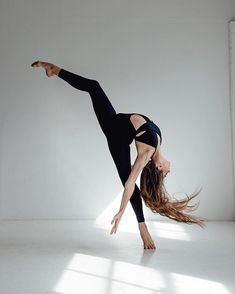 The latest dancewear and an incredible leotards, swing, tap and dance sneakers, hip-hop attire, lyricaldresses. Dance Picture Poses, Dance Photo Shoot, Poses Photo, Dance Pictures, Dance Pics, Hip Hop, Dance Aesthetic, Dance Photography Poses, Contemporary Dance Photography