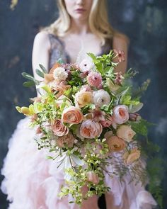 Now this is a ethereal bouquet fit for a fairytale wedding!! Photo: @nruphoto | Hmua: @artistsbysherrielong | Model: @ellianasuchomel | Florals: @tulipinadesign #weddingbouquets