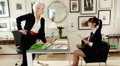 Miranda Priestly (Meryl Streep) and Andrea (Anne Hathaway) in The Devil Wears Prada : I always love watching this movie! Devil Wears Prada, Meryl Streep, Anne Hathaway, Patricia Field, Andy Sachs, Marie Claire, Miranda Priestly, Look Rose, Neue Outfits