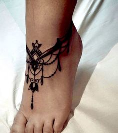Elegant Foot Tattoo Designs For Women. Foot is a perfect and one of the most stylish placements to have tattoo designs for both men and women of all ages. Jewel Tattoo, Lace Tattoo, Henna Tattoos, Body Art Tattoos, Tribal Tattoos, Wrist Tattoos, Geometric Tattoos, Tattoos On Foot, Sternum Tattoos