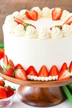 Strawberries and Cream Cheesecake Cake - strawberry cake, vanilla cheesecake and cream cheese whipped cream frosting! Homemade Strawberry Cake, Strawberry Cake Recipes, Strawberry Cake Decorations, Cake Decorating With Strawberries, Strawberry Birthday Cake, Food Cakes, Cupcake Cakes, Cream Cake, Cream Frosting