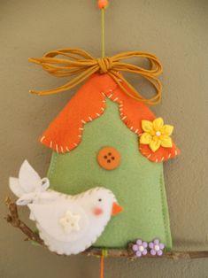 felt bird & house - ligner ændring af oprindeligt design: Tilda hus med solsort