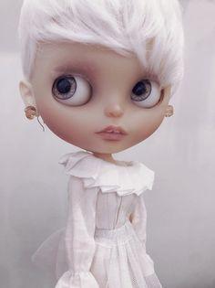 Takara blythe Garden of joy, translucent cream , Anniversary. Ooak Dolls, Blythe Dolls, Girl Dolls, Porcelain Doll Costume, Doll Tattoo, Poppy Parker, Chinese, Cute Plush, Porcelain Jewelry