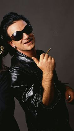 I erase thé black & white pics by mistake. Achtung Baby, Paul Hewson, Larry Mullen Jr, Bono U2, U 2, Irish Boys, Sports Models, Looking For People, Music Photo