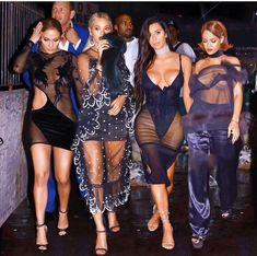 Beyonce, Kim, JLo, Riri all in one fest Trying a bold look only becomes fashion when the one donning it can carry it well! Here are the most famous Slaylebrities Fashion Mode, Look Fashion, Fashion Outfits, Womens Fashion, Fashion Sets, Celebrity News, Celebrity Style, Mode Rihanna, Rihanna Dress
