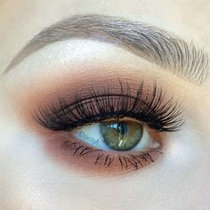"""Eye makeup from a few days ago. In love with warm these warm tones for fall. @blinkingbeaute Lashes in number 1. @makeupgeekcosmetics Peach Smoothie,…"""