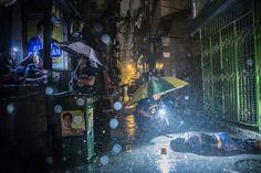 Daniel Berehulak / Daniel Berehulak for The New York Times Informations générales, premier prix (catégorie Série)  Romeo Joel Torres Fontanilla, 37 ans, gît assassiné dans une rue de Manille, au début du mois d'octobre 2016. Le trafic de drogue entraîne de nombreux assassinats aux Philippines. Une campagne de lutte contre le phénomène a été lancée au début de juin, entraînant l'arrestation de plus de 2 000 personnes.