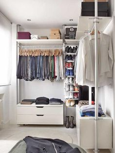 Dressing Room Design in Small Apartment with Stylish Interior Design Ideas, Photo Dressing Room Design in Small Apartment with Stylish Interior Design Ideas Close up View. Organizing Walk In Closet, Walk In Closet Small, Small Apartment Organization, Walk In Closet Design, Small Apartment Design, Small Room Design, Closet Designs, Small Apartments, Organization Ideas