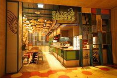 Необычный дизайн ресторана в тёплых оттенках
