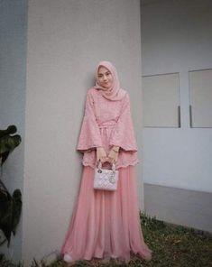 Adorable Ruffle Sleeves Dress Ideas for Hijab Girls – Girls Hijab Style & Hijab Fashion Ideas Kebaya Muslim, Dress Brokat Muslim, Dress Brokat Modern, Kebaya Modern Dress, Kebaya Hijab, Muslim Dress, Hijab Gown, Hijab Dress Party, Hijab Style Dress