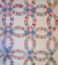 Double Wedding Ring Quilt With Outer Border Sold
