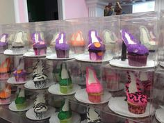 Shoe Cupcakes - I love the presentation! High Heel Cupcakes, Shoe Cupcakes, Buttercream Cupcakes, Fun Cupcakes, Birthday Cupcakes, Creative Cakes, Creative Food, Individual Desserts, Cake Craft