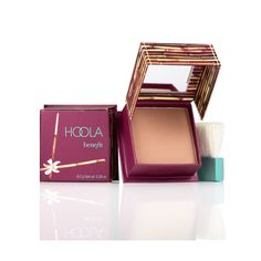 Our Lisa used hoola to map out a graphic eye line and contour xx
