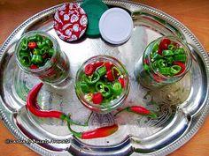 Ardei iuţi muraţi în oţet cu miere de albine Caprese Salad, Healthy Recipes, Healthy Foods, Pantry, Pudding, Stuffed Peppers, Vegetables, Desserts, Face