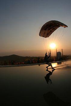 ✯ Skydive pouso sunset .. By Rick Neves ✯ #deporte #diversión #centroreservas http://www.centroreservas.com/